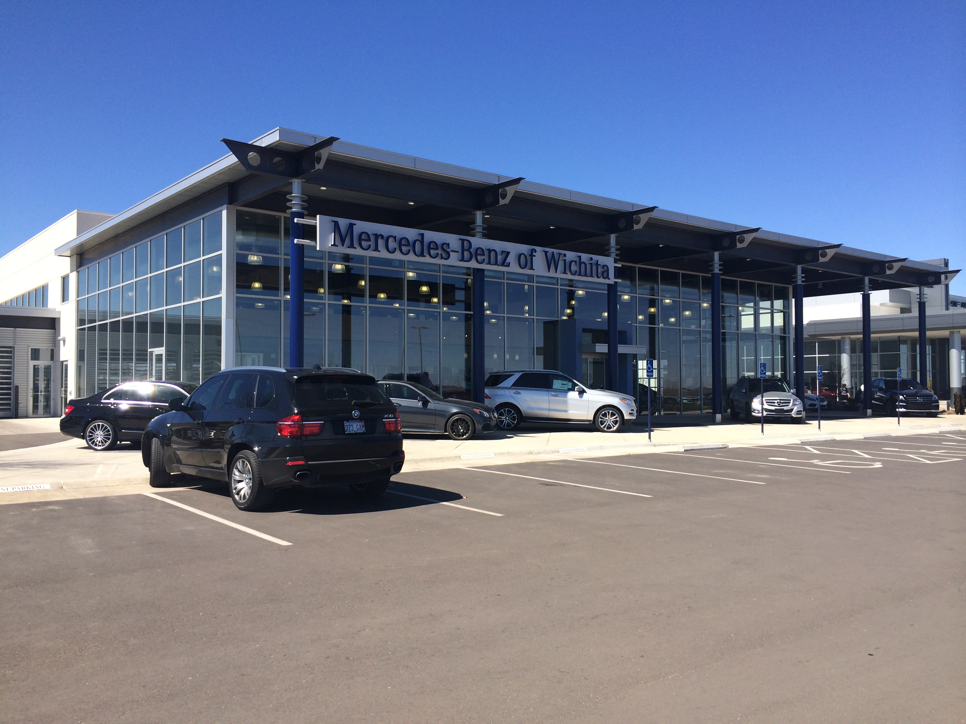 Mercedes benz dealership kansas city mo used cars autos post for Mercedes benz dealer northern blvd