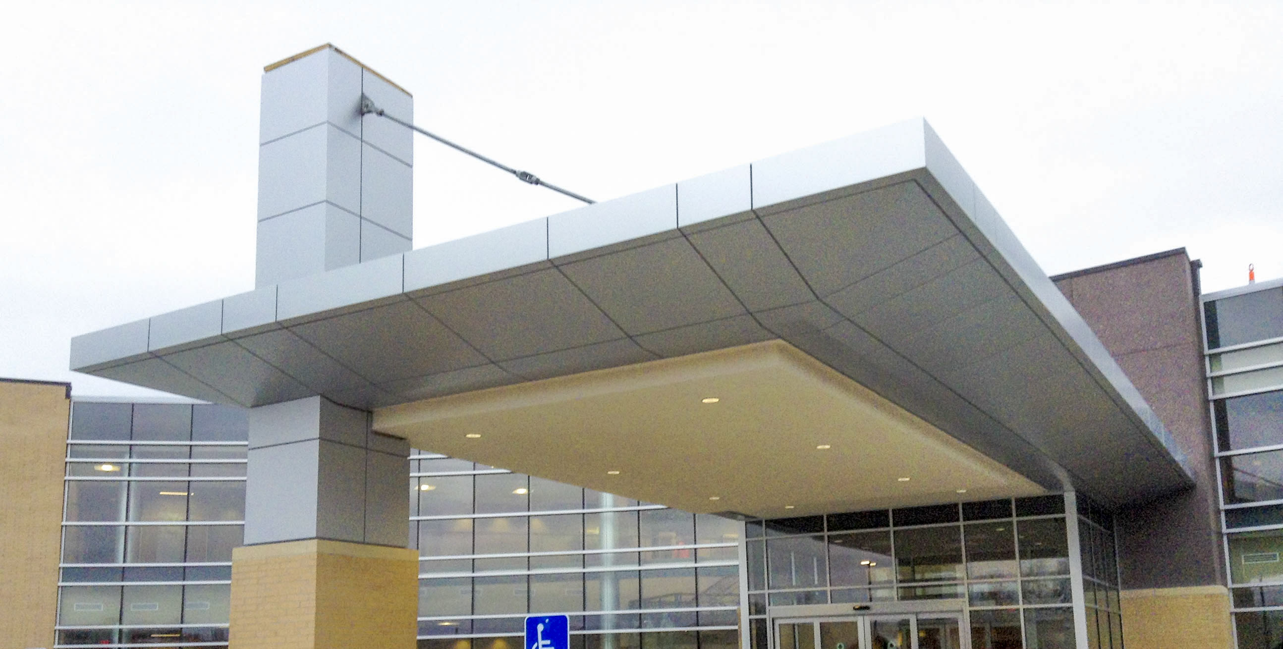 Shenandoah Medical Center Series 20 Metal Design Systems